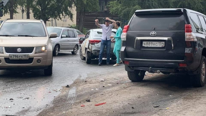 Массовая авария заблокировала движение по улице Объединения