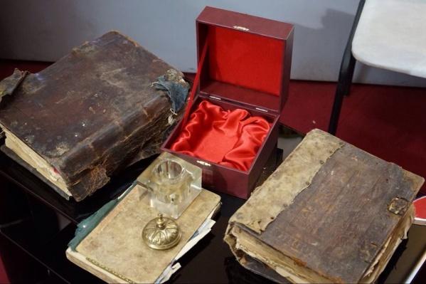 Книгам больше 200 лет