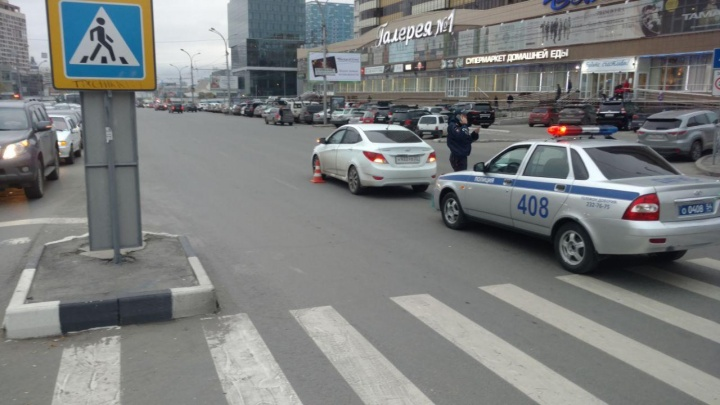 Иномарка сбила на улице Кирова женщину с ребёнком на руках
