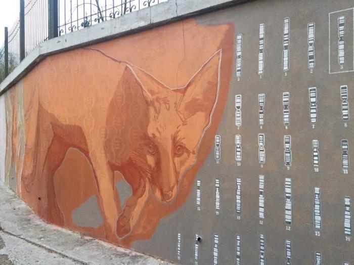 Роспись находится во дворе дома на проспекте Коптюга, 11
