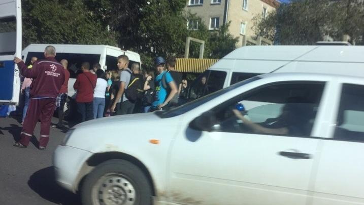 «Она в тяжёлом состоянии»: в Волгограде родные школьницы, пострадавшей в жутком ДТП, ищут очевидцев