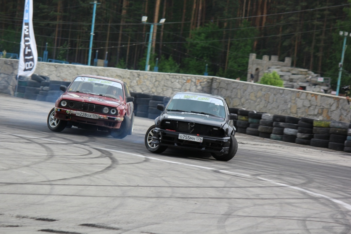 Чем больше дыма из-под колёс — тем лучше: в Екатеринбурге выбрали самого крутого дрифтера на Урале
