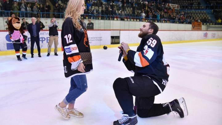 «Было очень волнительно»: хоккеист «Молота-Прикамье» сделал предложение своей девушке во время матча