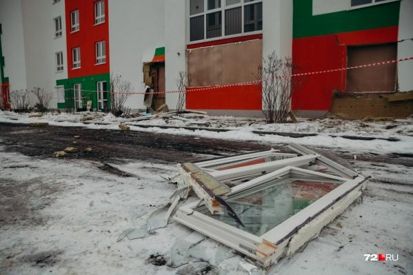 Многоквартирный дом мог разрушиться полностью из-за взрыва газа, скопившегося в хозяйственных постройках и канализации