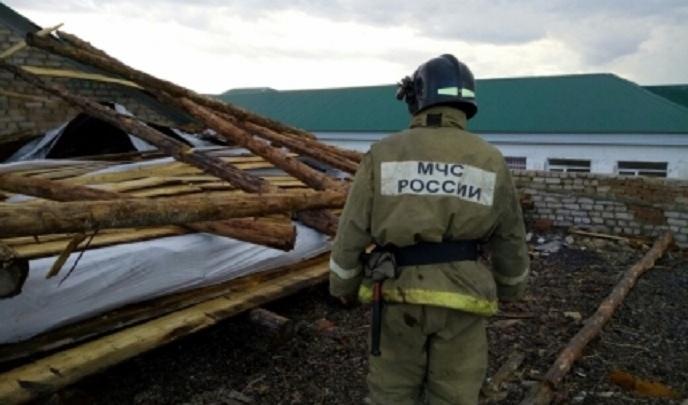 В Башкирии сильным ветром разрушило крышу школьного спортзала