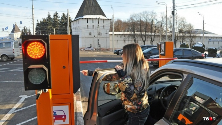 Назвали сумму штрафа для автомобилистов, бесплатно паркующихся в центре Ярославля