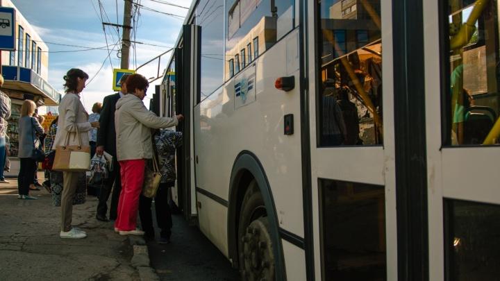 Из-за прорыва водопровода в Самаре скорректировали движение автобусов
