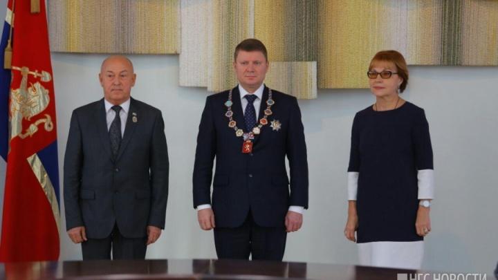 Нового мэра короновали с оркестром