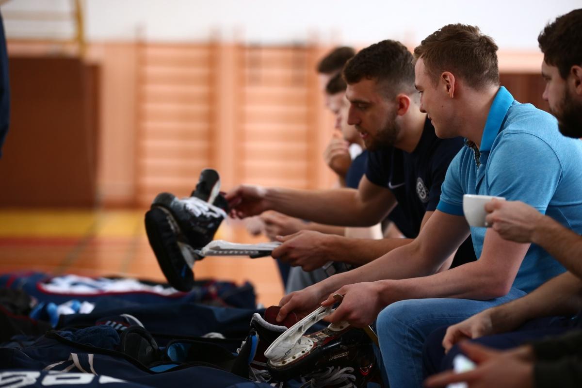 Игроки ХК «Сибирь» уже добрались до Маслянино