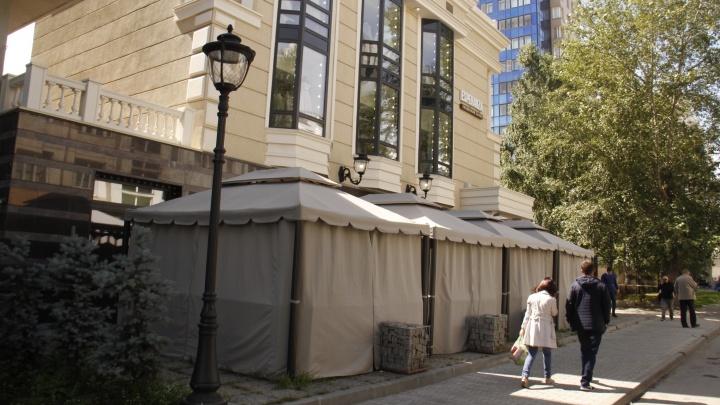Власти Новосибирска решили снести летнюю веранду у здания ФСБ