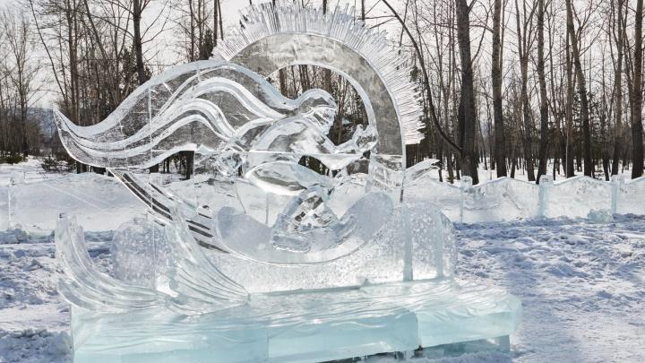 Показываем лучшие скульптуры изо льда и снега на Татышеве