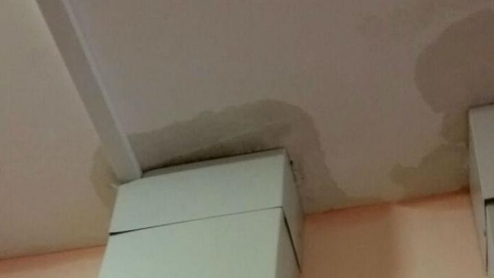 В Левенцовке в новом доме после дождя появляются подтеки на нескольких этажах