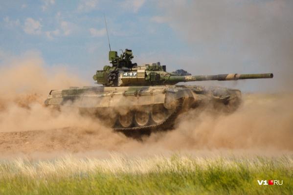 За неделю до мощного «дефиле» военные отрепетировали программу на полигоне