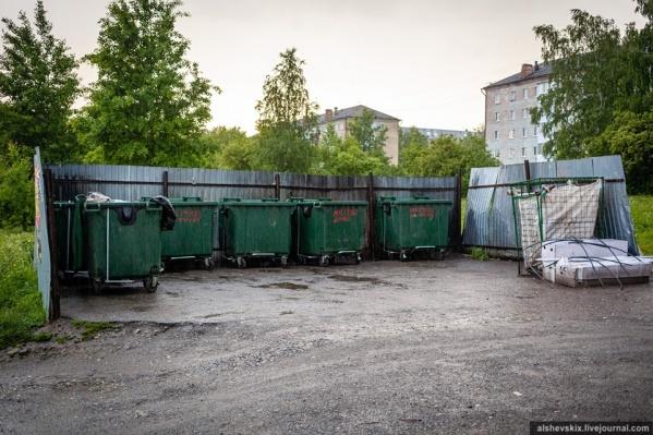 Еще вчера житель Верхней Салды сообщал, что баки были переполнены мусором