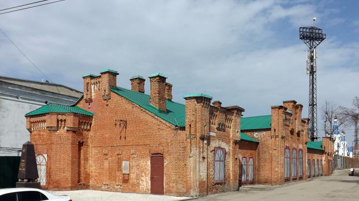 Архитекторы предложили разместить в здании Линдовского городка паб и спортзал
