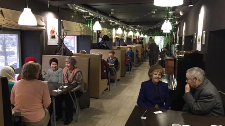 «Пришел дедушка, попросил воды»: в Башкирии чебуречная организовала бесплатные обеды для пенсионеров