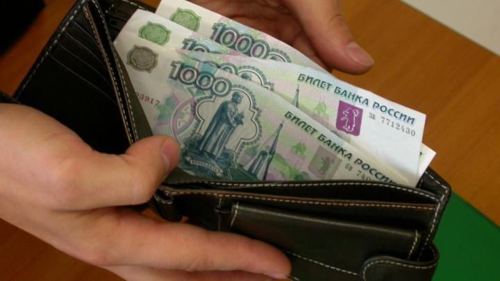 Запоминайте пин-код: в Кургане пассажир такси нашла чужие карточки и сняла с них деньги