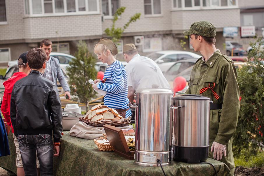 Перед Днем Победы СК «Комстрой» благоустроила территорию возле памятника Советскому солдату