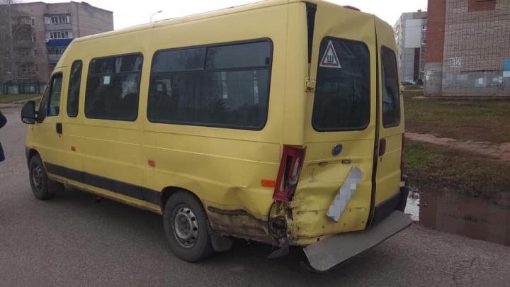 В Башкирии иномарка врезалась в маршрутку, пятерых пассажиров осматривают врачи