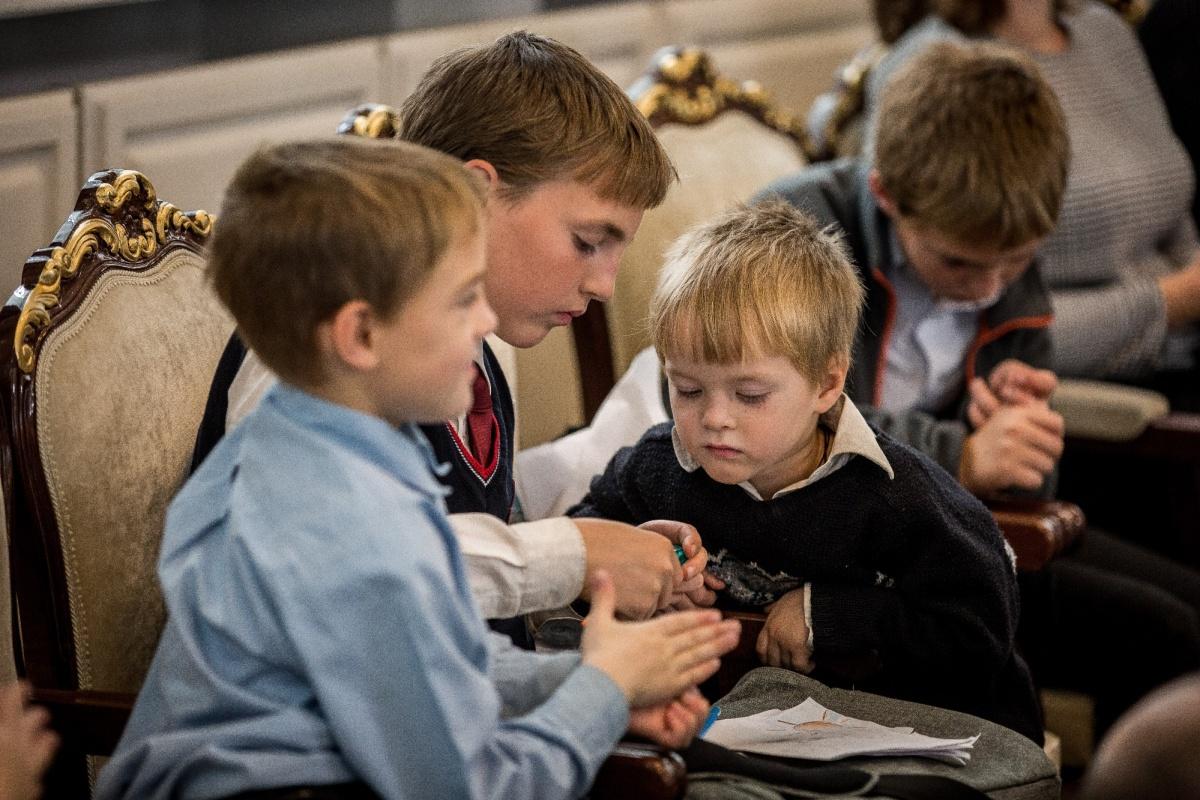 Младшие дети Барановых пришли на награждение в правительство