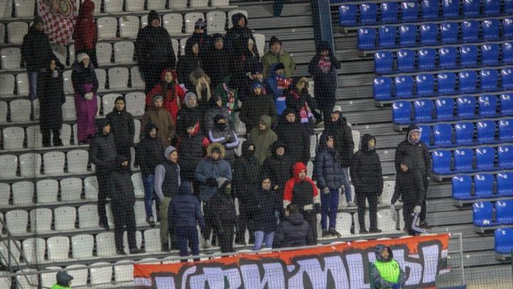 После массовой драки фанатов «Уфы» и «Оренбурга» задержали 12 человек