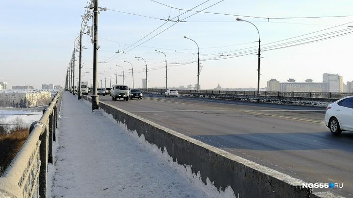 На Ленинградском мосту заменят два деформационных шва