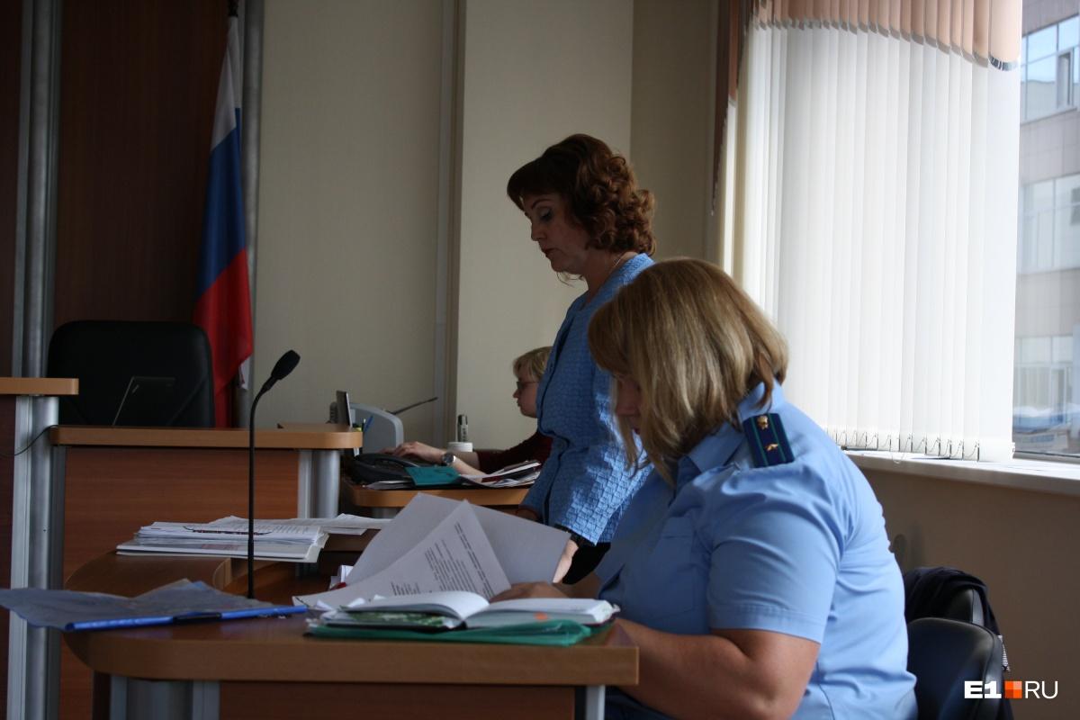 Юрист мэрии и прокурор