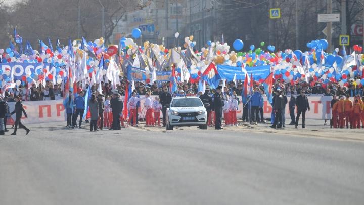 По центру прошли тысячи жителей: как Екатеринбург встретил День Весны и Труда