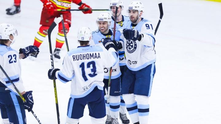 В напряженной игре «Сибирь» победила «Куньлунь Ред Стар» в серии послематчевых бросков
