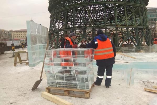 Лед для городка привозят из Северки