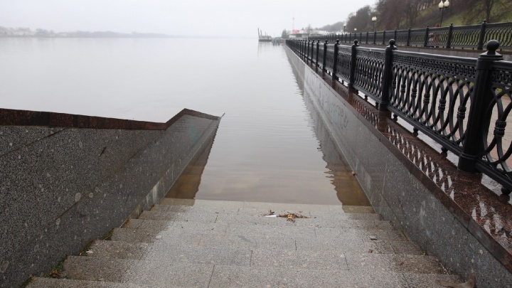 В Ярославле частично затопило нижний ярус набережной Волги