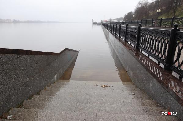 На набережной Волги в Ярославле частично затопило нижний ярус