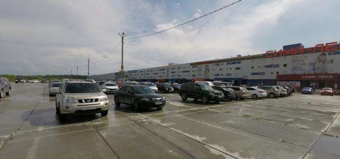 Авария произошла на выезде с парковки торгового центра