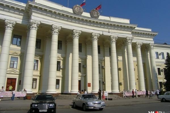 Депутат-матерщинник молча слушал нападки коммунистов на результаты выборов и пенсионную реформу