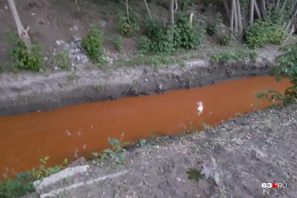 Так интересно вечером 7 июня окрасилась речка в Зубчаниновке