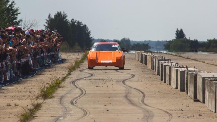 Палёная резина, рёв моторов и жара: фоторепортаж с гонки Fedorovka Drag Racing