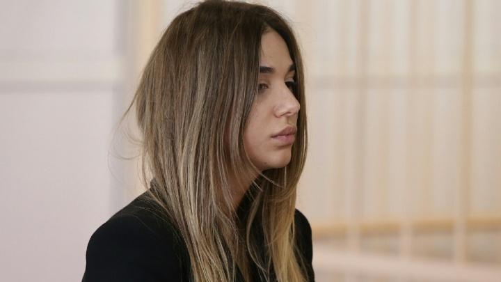 «Поступают угрозы»: суд решил вопрос об аресте для студентки на Mercedes, сбившей насмерть парня