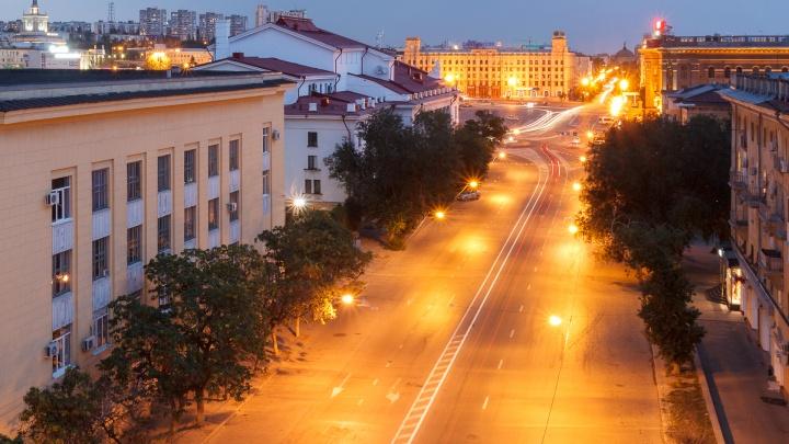 Город вспыхнет огнями: чиновники обещают волгоградцам осветить дороги