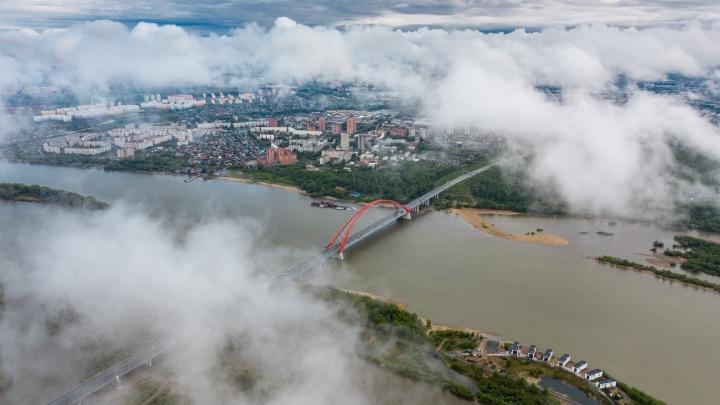 Выше облаков: известный фотограф снял с высоты Новосибирск после дождя