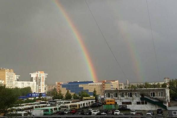 Двойная радуга повисла над северо-западом Челябинска