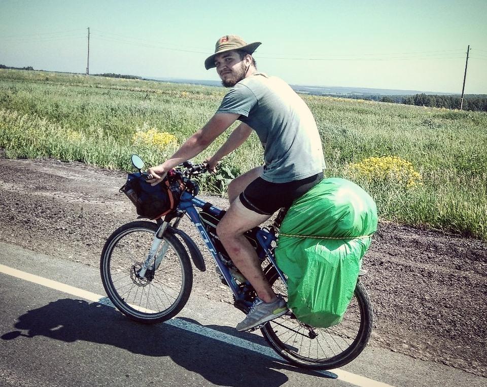 Сначала Всеволод ездил по Красноярску, но потом задумал большое путешествие