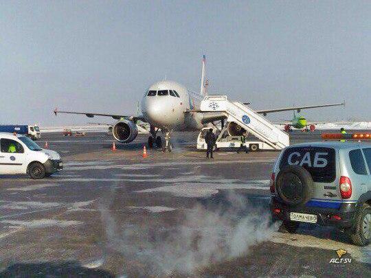 Самолёт, летевший в Екатеринбург из Благовещенска, экстренно сел в Новосибирске