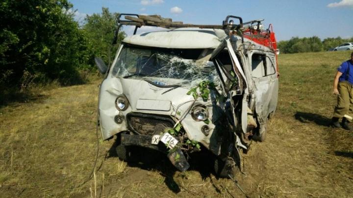 МАЗ vs УАЗ: в Самарской области водителя «буханки» зажало в салоне машины после ДТП