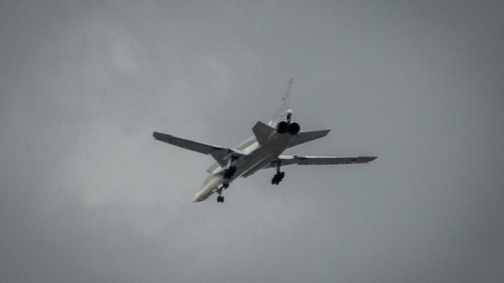 Огромные бомбардировщики пролетели над центром Новосибирска