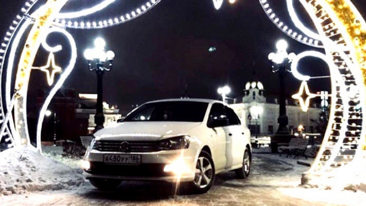 В ГИБДД заинтересовались водителем, который сфотографировал авто в световой арке сквера Дзержинского