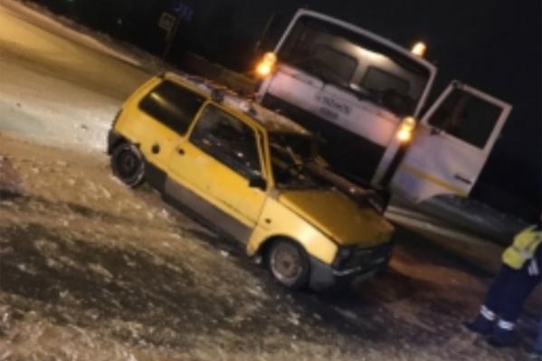 Удар пришёлся в водительскую сторону легковушки