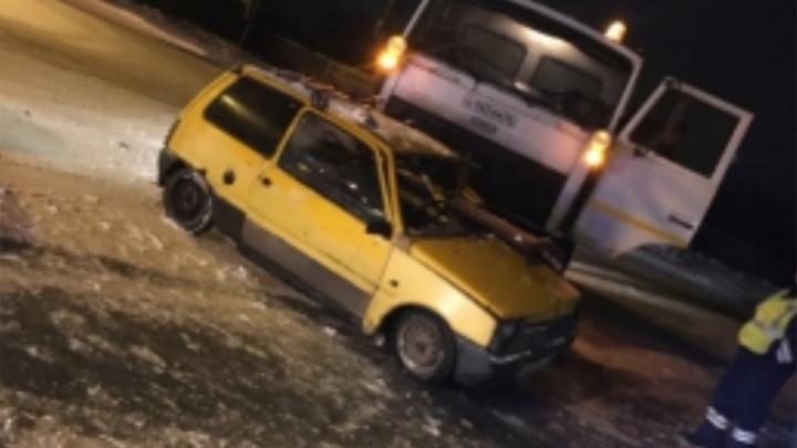 В Рыбинске МАЗ снёс «Оку»: пострадал человек