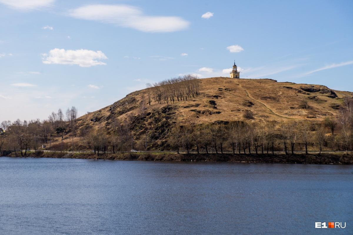 Лисья гора с башенкой наверху