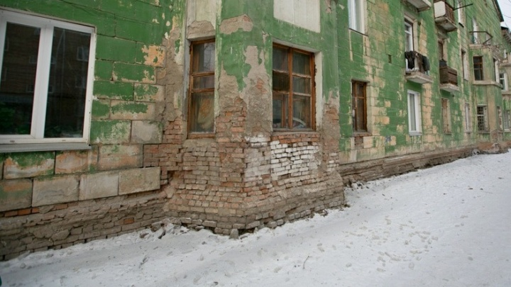 Приставы заставили фонд капремонта выплатить хозяйке квартиры 60 тысяч за потоп с потолка