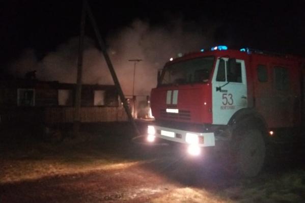 Дом в деревне Красноярка загорелся вечером в четверг, 7 ноября, — на месте пожара нашли тела двух маленьких детей